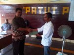 Penyerahan salinan hasil rapat pleno DPT Pilgub NTB tahun 2013 juga diserahkan kepada Panwascam yang diwakili oleh Divisi sosialisasi Suherman, SP kepada Ketua Panwascam Labuapi Hairunnisa